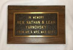 """Plaque that reads, """"In Memory of Rev. Nathan & Leah Yarnovsky From Mr. & Mrs. Max Gert."""""""