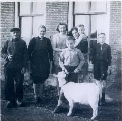 Photo Blumenstein Family with Goat