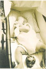 Photo Baby in Crib (Blumenstein)