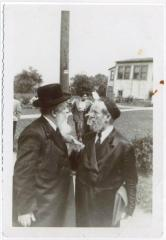 Picture of Rabbi Eliezer Silver with Rabbi Shmuel Avroham Rabinowitz (the Brownsviller Rebbe) in Kherhonksen, NY